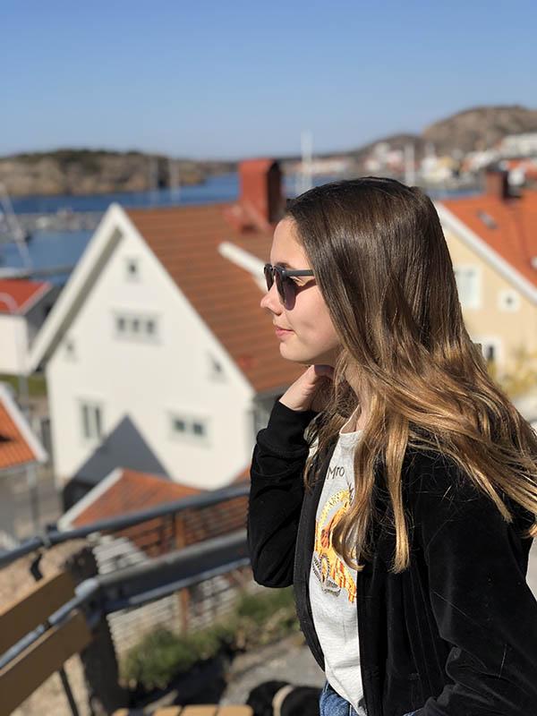 Karoline på tur i Fjällbacka